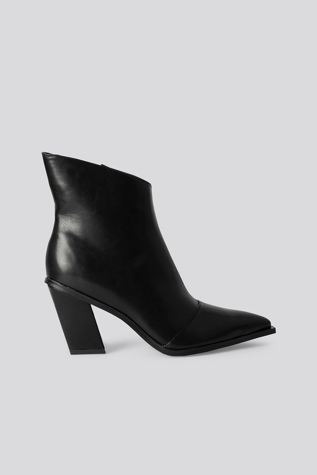 Slanted Heel Toe Detail Boots Black