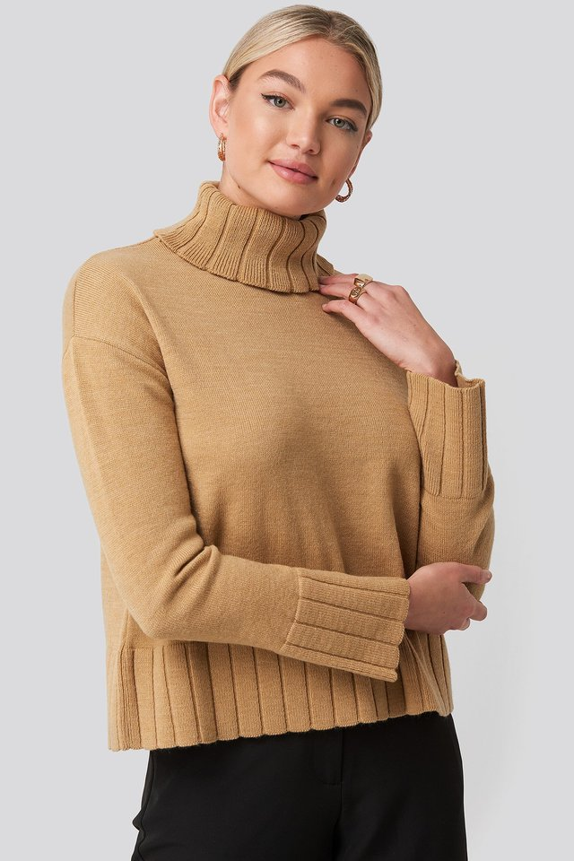 Slouchy Turtle Neck Sweater Brown