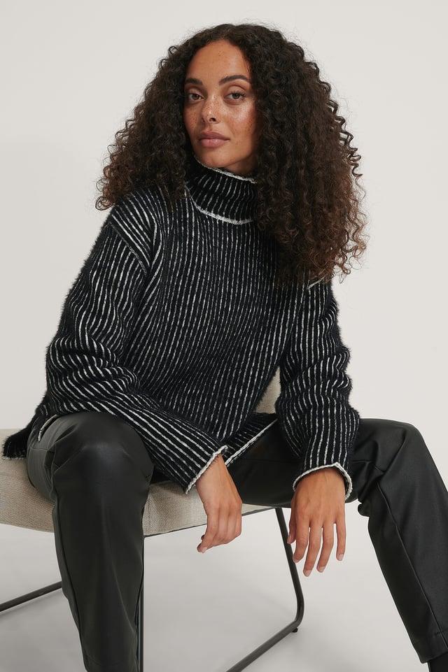 Szczotkowany Dziergany Sweter W Drobne Paski Black/White