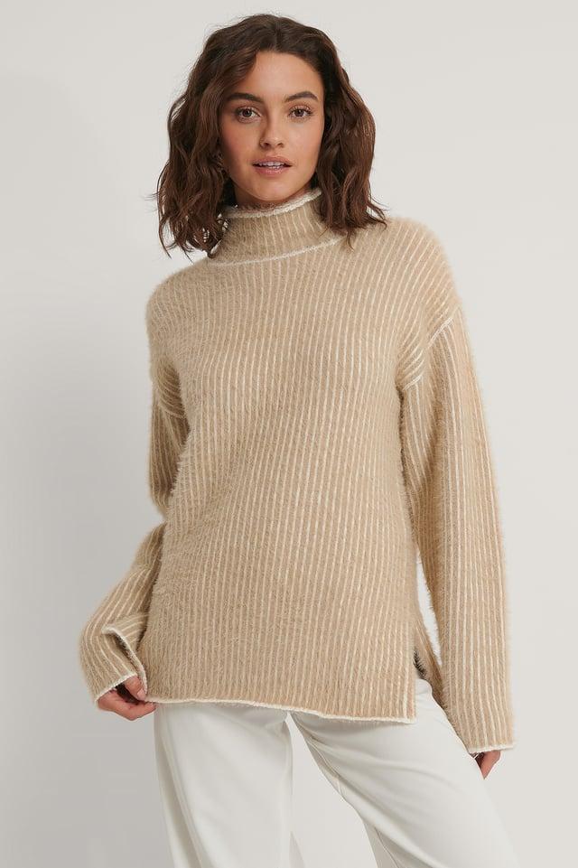 Szczotkowany Dziergany Sweter W Drobne Paski Beige/White