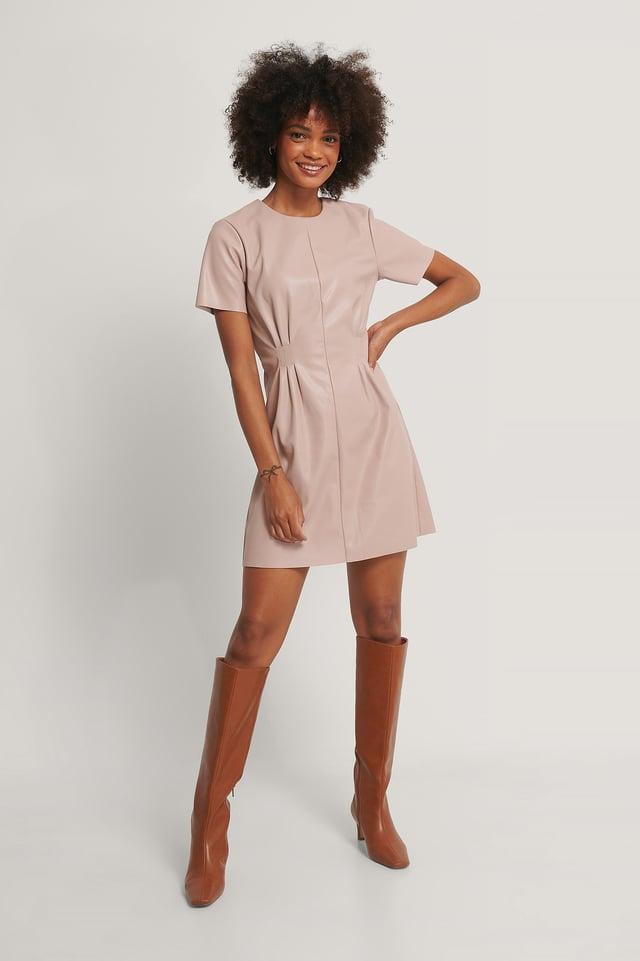 Weiches Tailliertes Pu-Kleid Dusty Pink