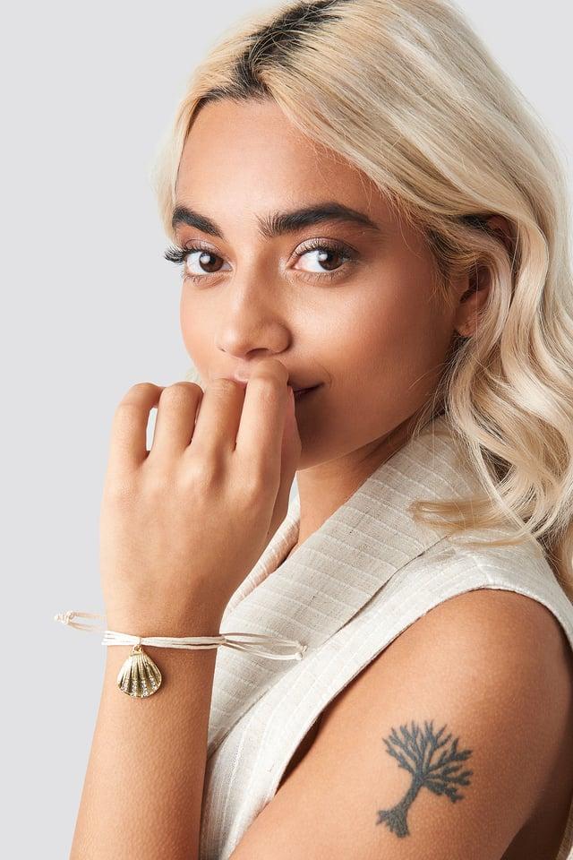 Sparkling Shell Detailed Bracelet Gold