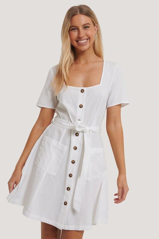 White Minikleid Mit Eckigem Ausschnitt