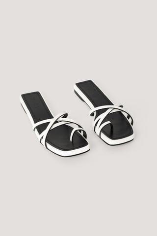White/Black Wsuwane Sandały