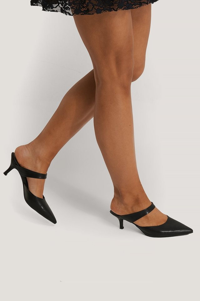 Black Strap Detail Pointy Pumps