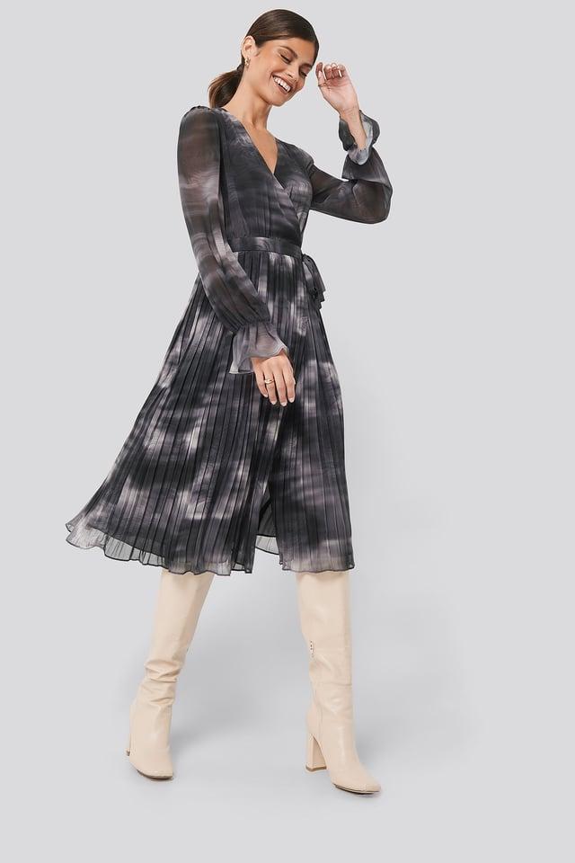 Black Tie-Dye Midi Pleated Dress