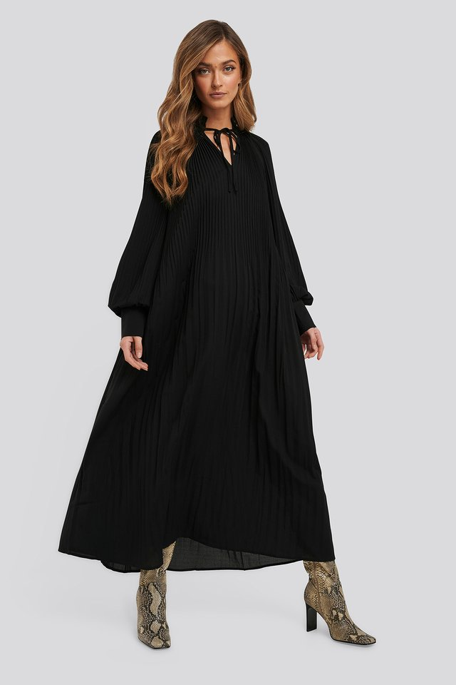 Tie Neck Pleated Dress Black
