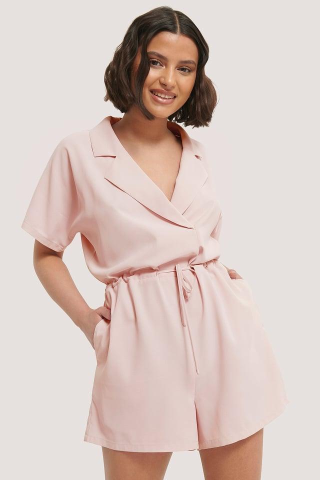 Dusty Pink Playsuit Med Knytning I Midjan