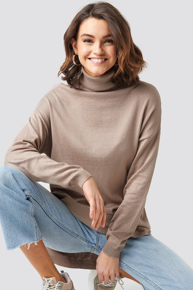 Turtle Neck Long Sweater Beige