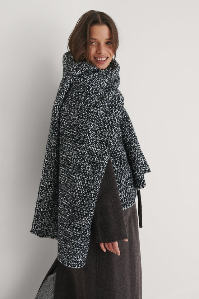 Black/White Two Toned Chunky Knit Scarf