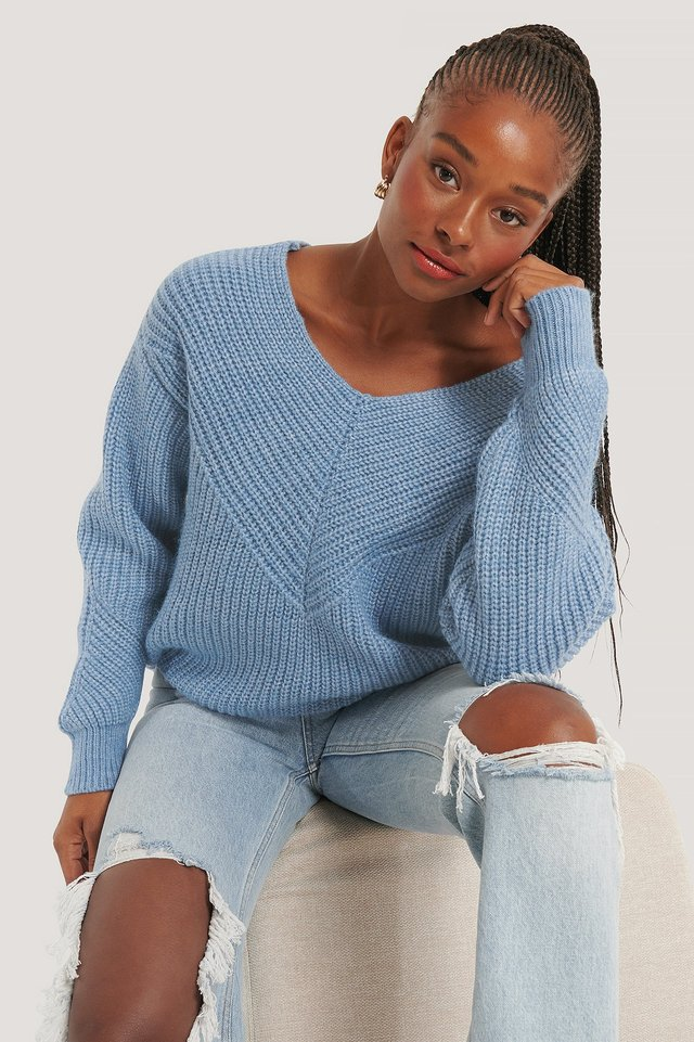 V-Neck Detailed Knitted Sweater NA-KD