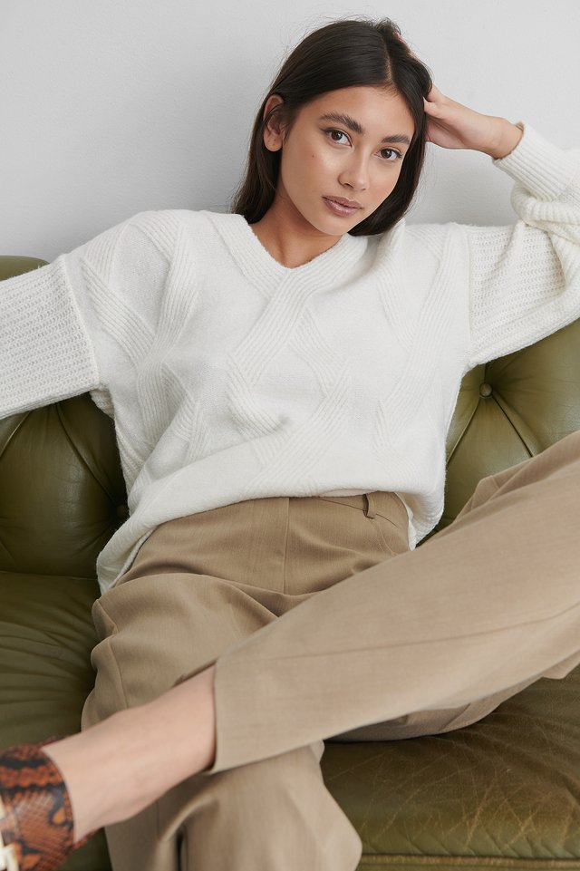 White V-neck Pattern Knitted Long Sweater