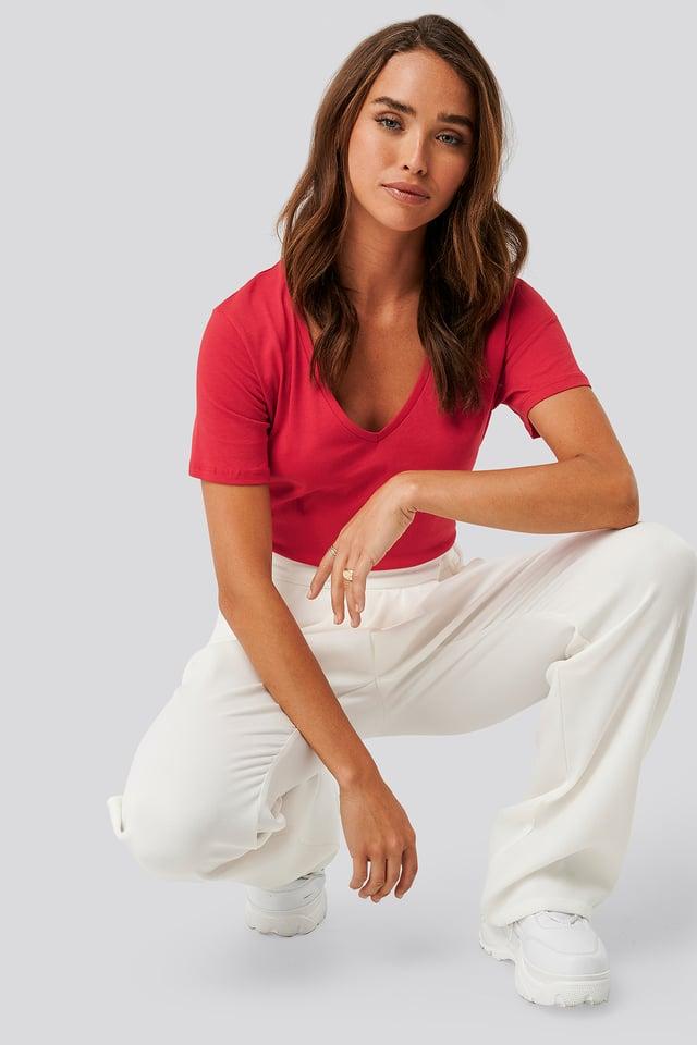 T-shirt z dekoltem V Red