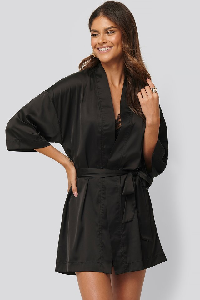 V-Cut Lace Kaftan Black