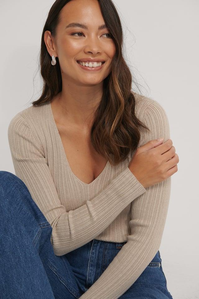 Light Beige V-neck Light Rib Knitted Sweater