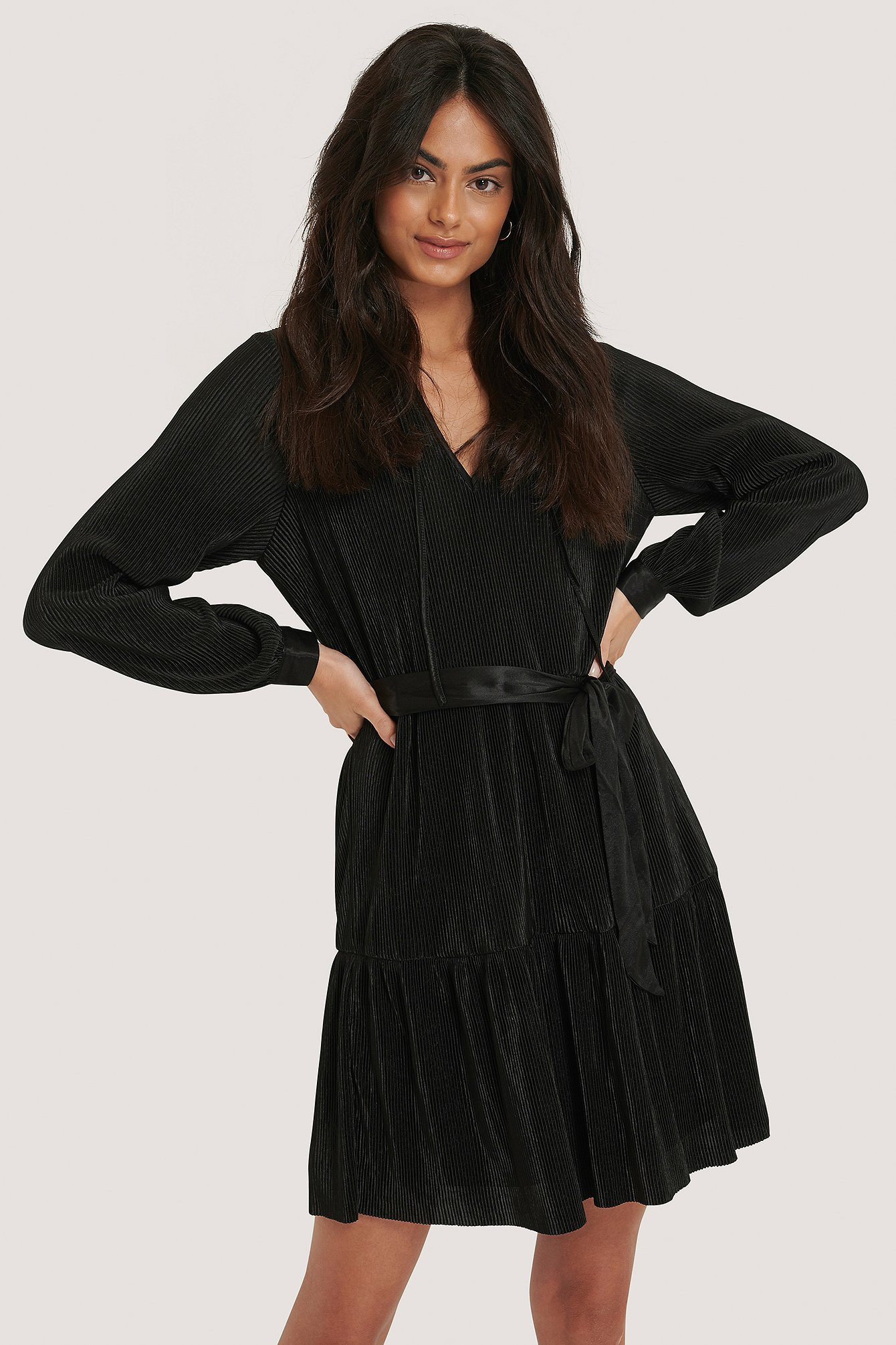Black V-neck Plisse Dress na-kd