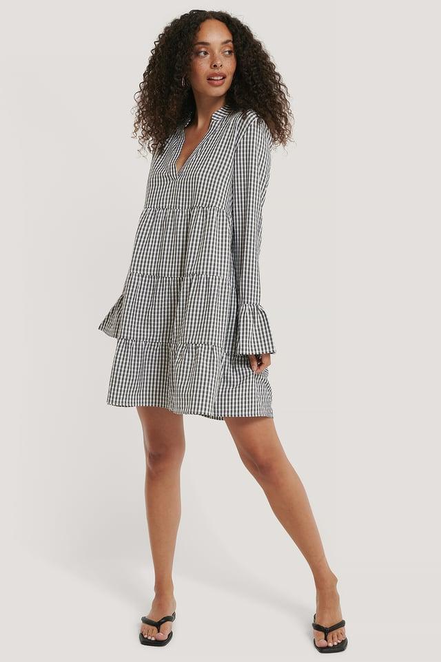 Black/White V-Neck Seersucker Dress