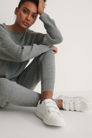 White Sneakers Med Kardborreband