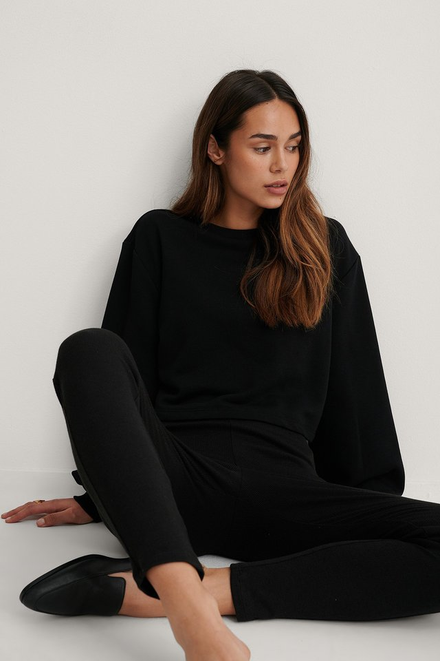 Organic Volume Sleeve Cropped Sweatshirt Black