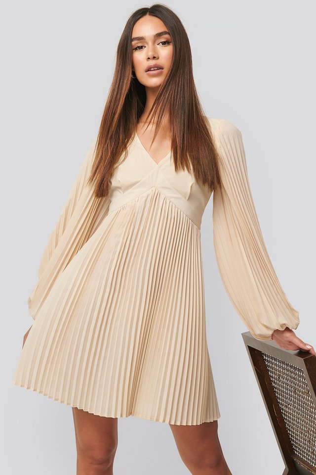 Volume Sleeve Pleated Skirt Dress White