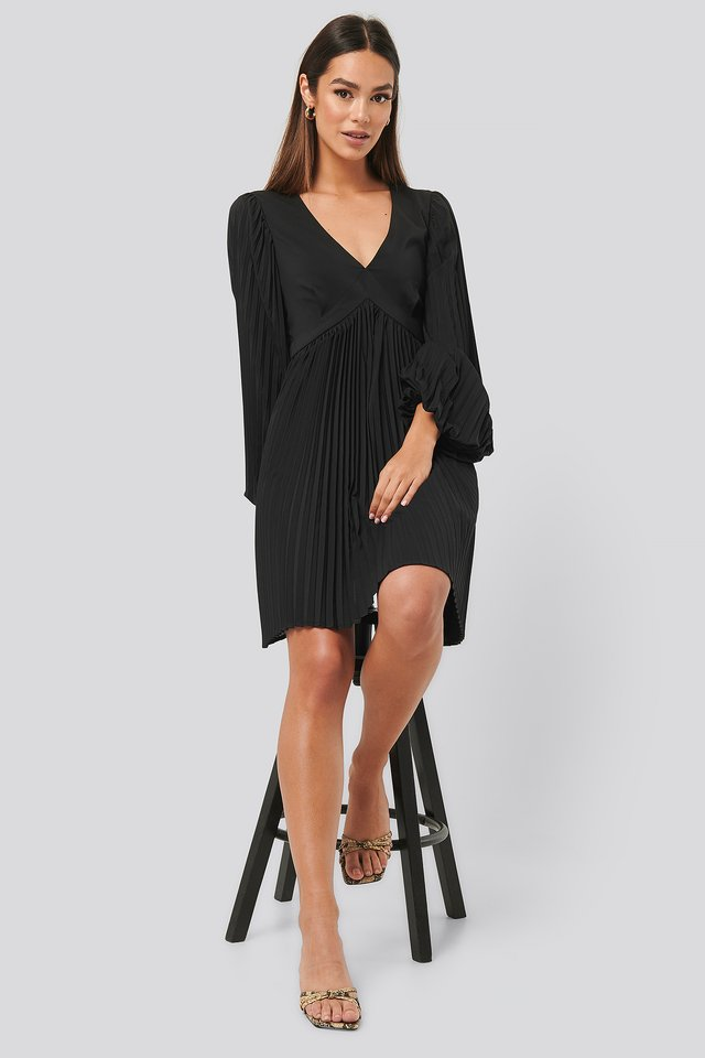 Volume Sleeve Pleated Skirt Dress Black