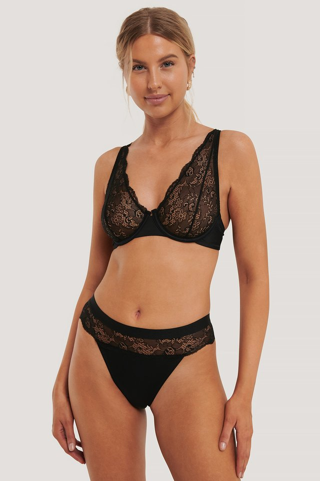 Wavy Lace Edge V-String Black