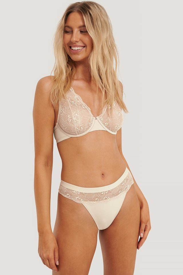 Wavy Lace Edge V-String Pearl