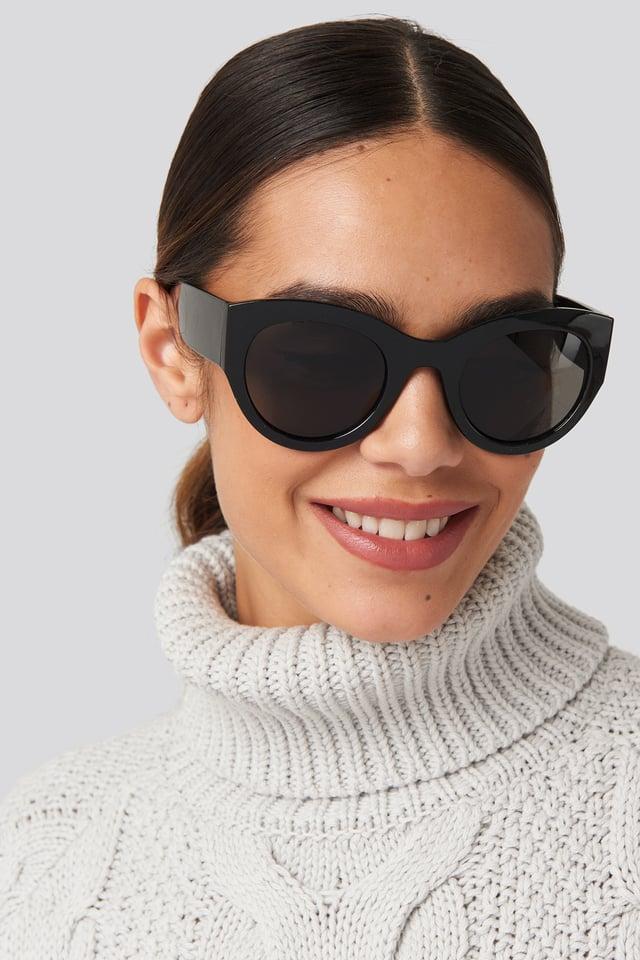 Wide Temple Cateye Sunglasses Black