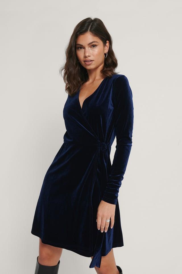 Dark Blue Fløyelskjole Med Omslag