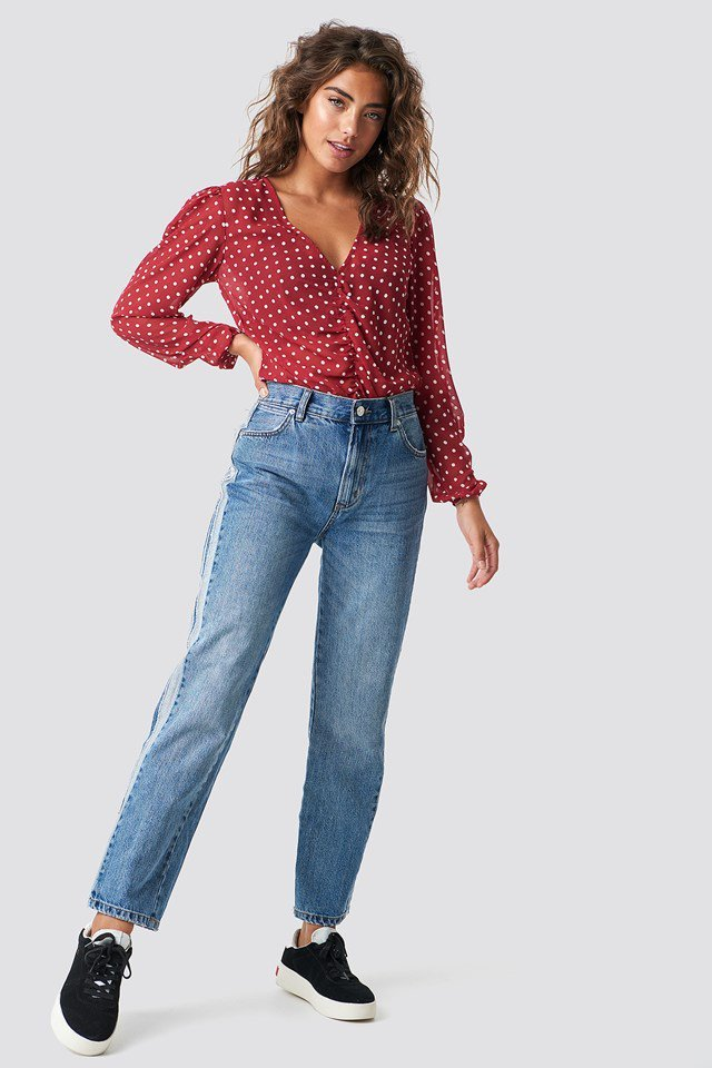 Jeans with Chic Blouse Outfit