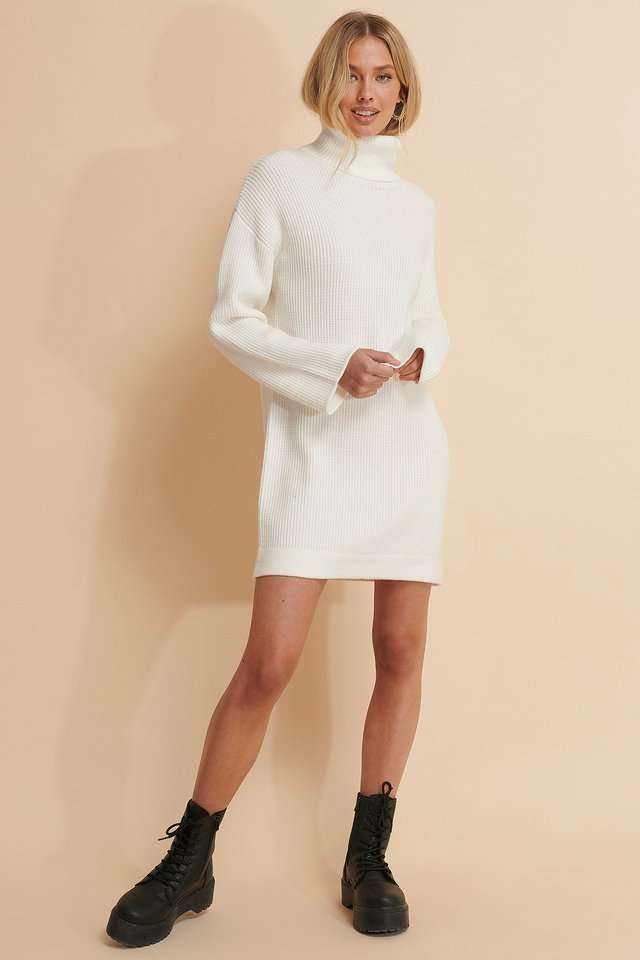 WHITE HEAVY KNITTED SWEATER