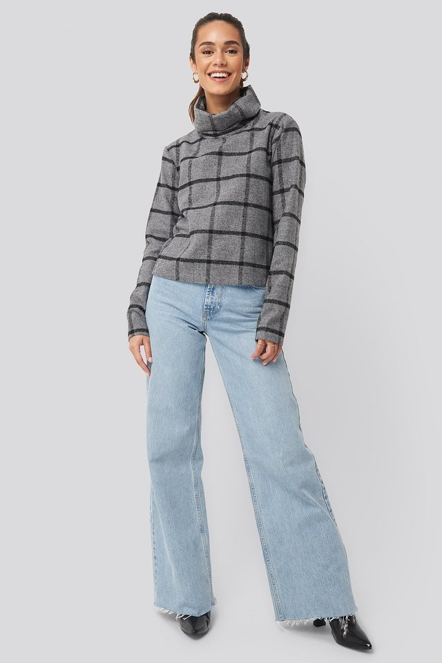 HIGH NECKED CHECKED SWEATER