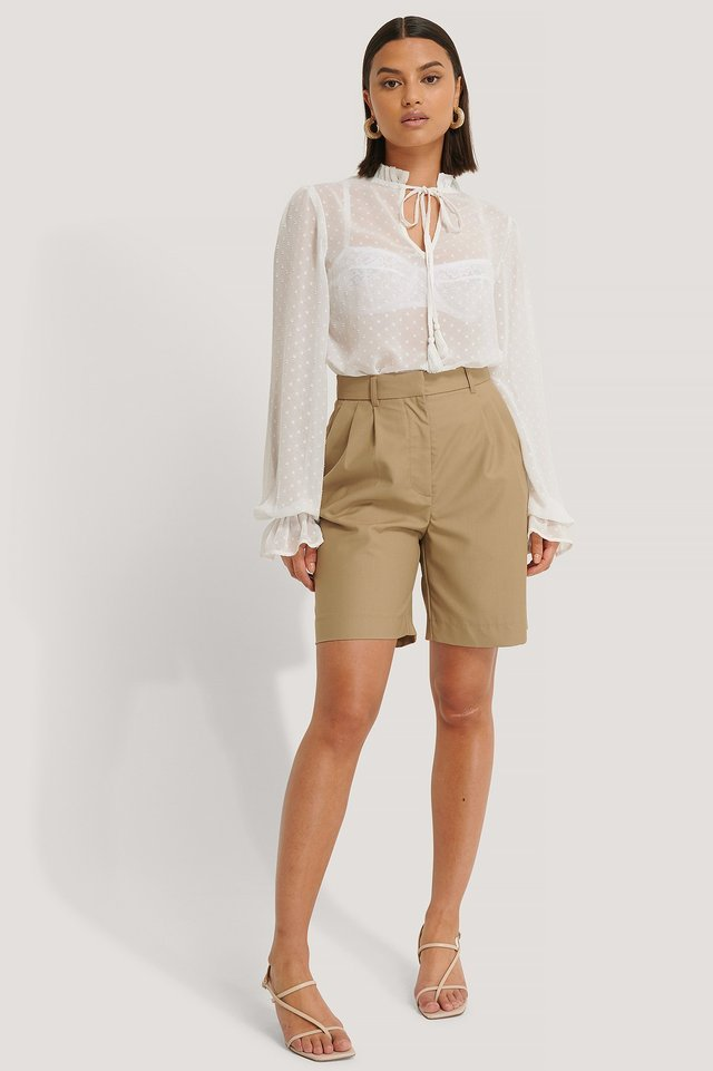 DOBBY FRILL WHITE NECK BLOUSE