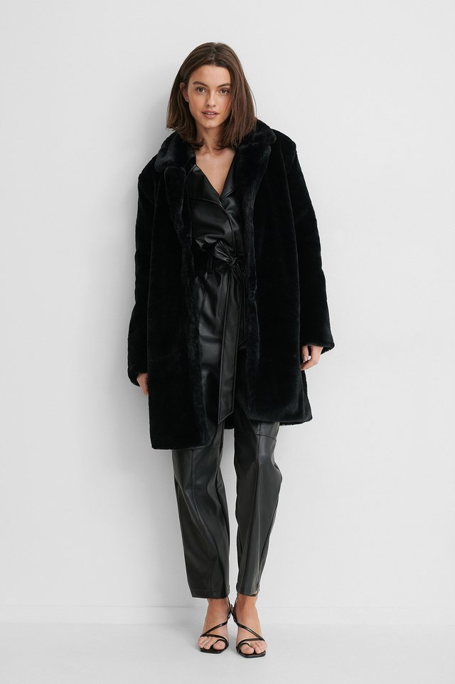 Marked Shoulder Faux Fur Coat Black.