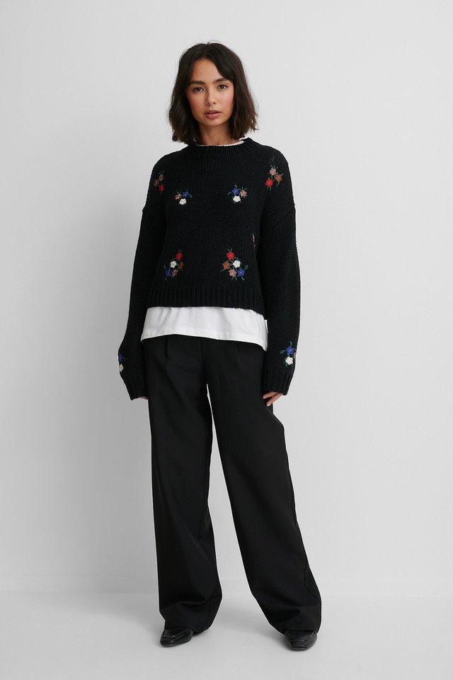 Black Flower Embroidery Round Neck Knitted Sweater