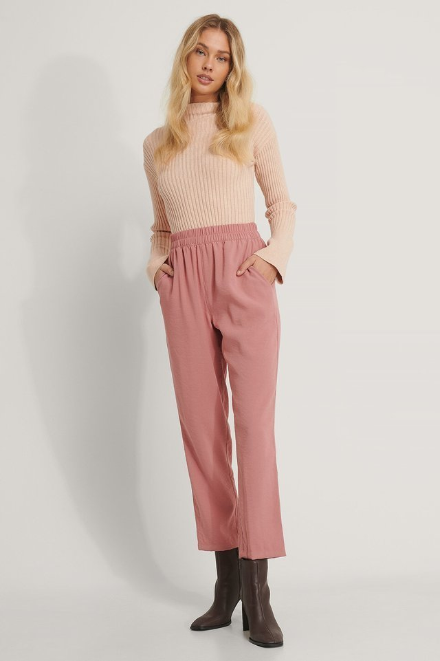 Elastic Waist Pants Outfit.