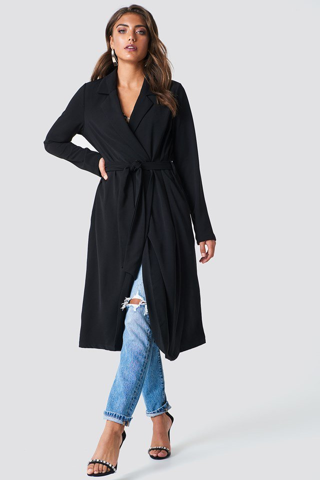 Fluid Trenchcoat Outfit