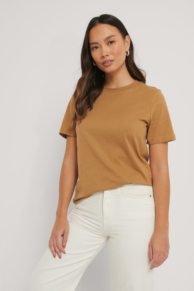 Basic Cotton Roundneck T-shirt Outfit.
