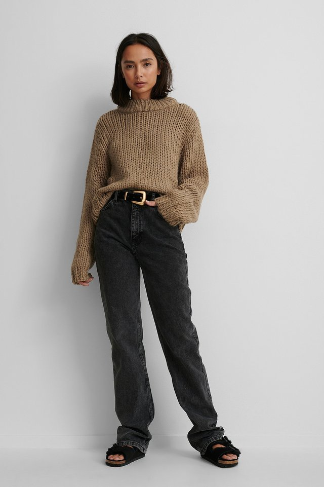 Chunky Knit Round Neck Sweater Outfit.