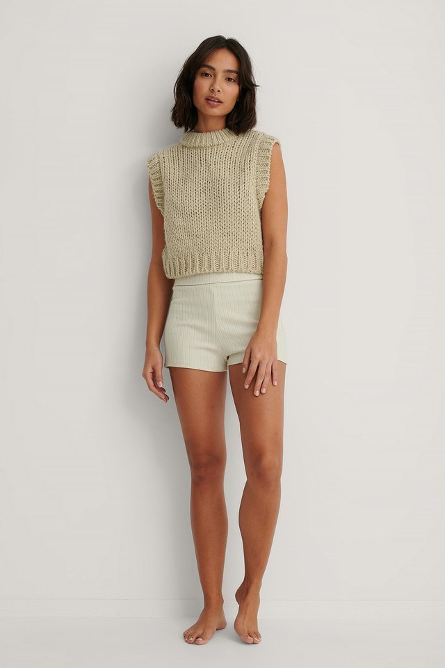 Basic Ribbed Highwaist Shorts Outfit.