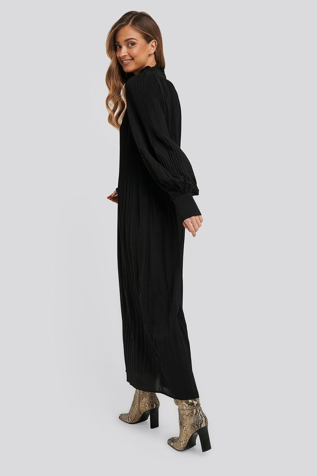 Tie Neck Pleated Dress Outfit.