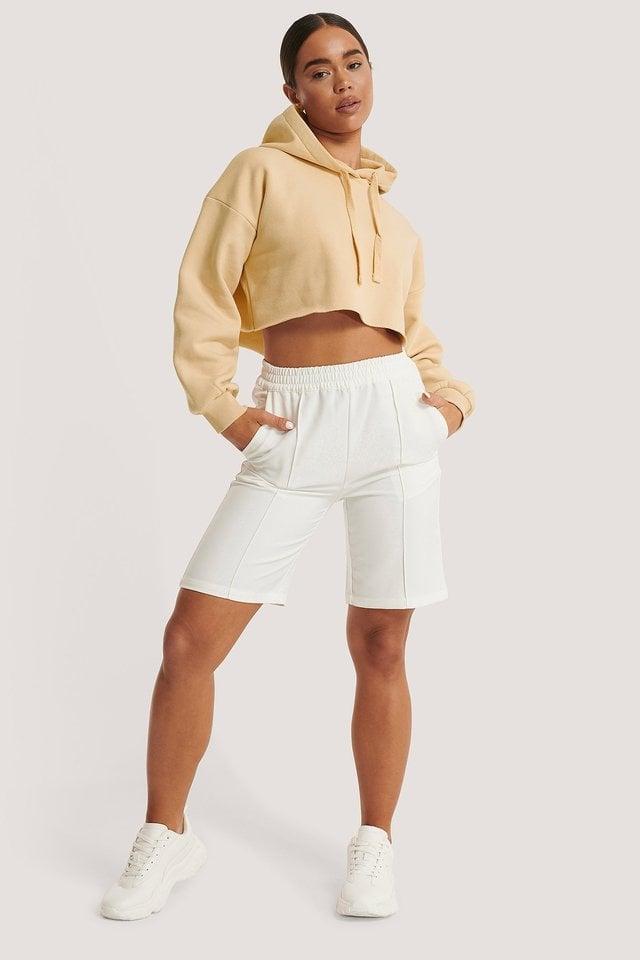 Elastic Waist Seamline Shorts Outfit.