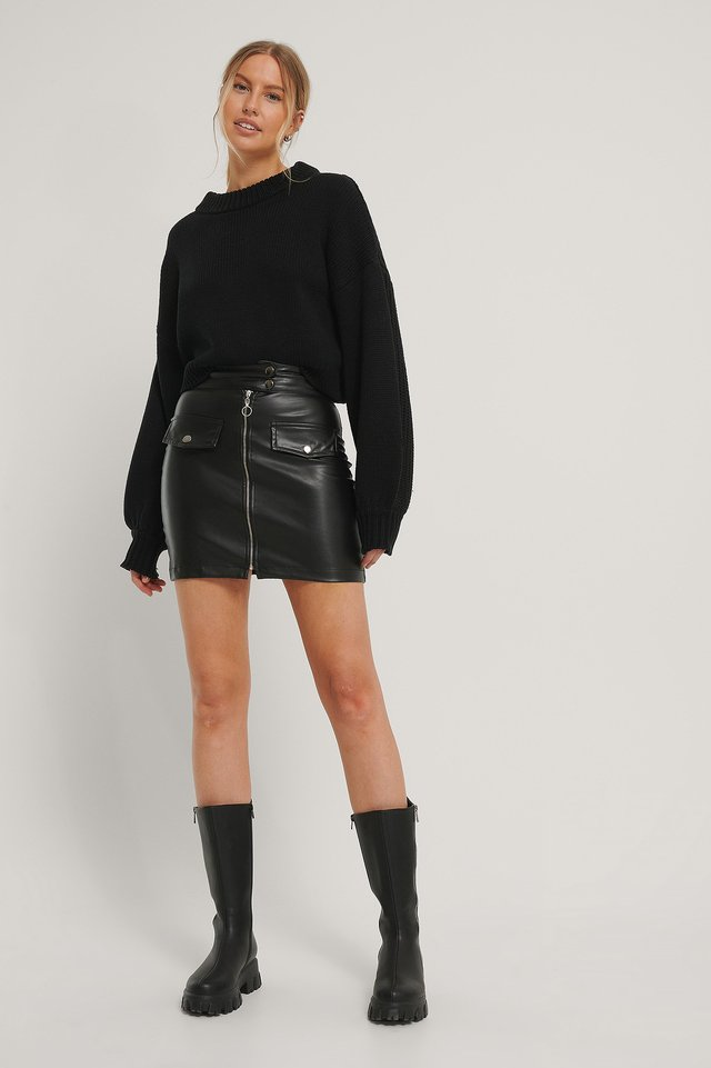 Pocket Detailed Mini Skirt Outfit.