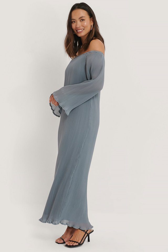 Long Sleeve Pleated Maxi Dress Outfit.
