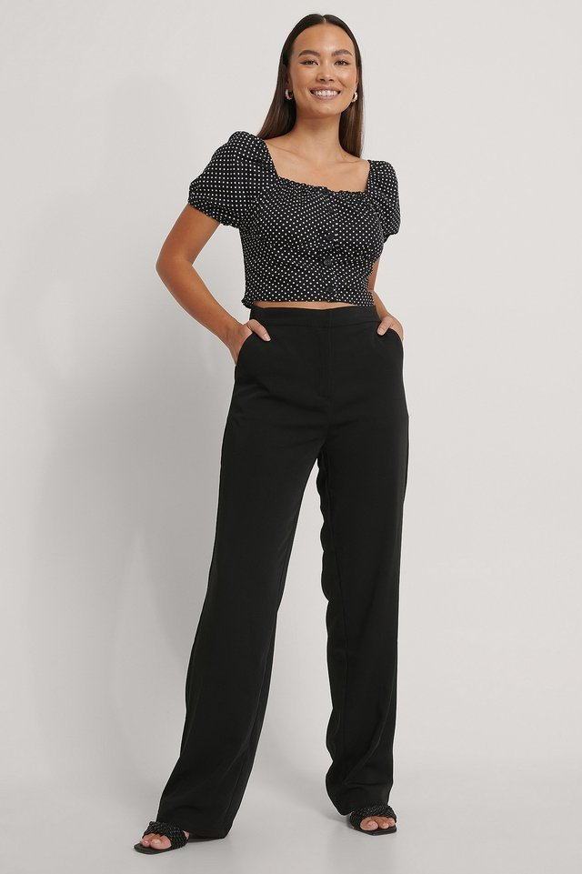 Short Sleeve Buttoned Crop Top Outfit.