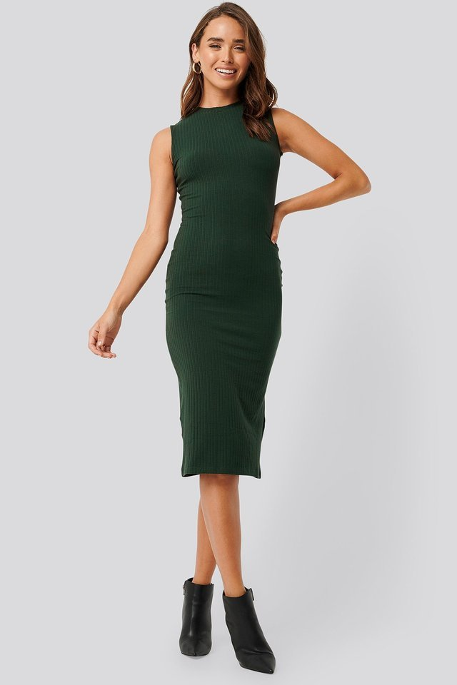 Sleeveless Ribbed Midi Dress Outfit.