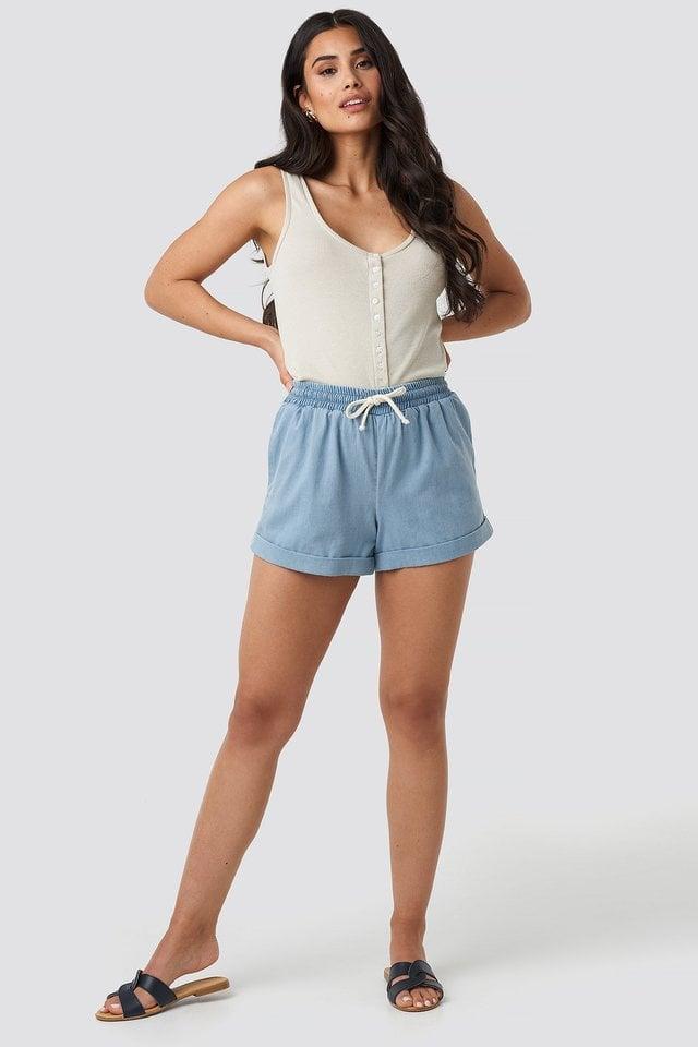 Jogger Waist Denim Shorts Outfit.