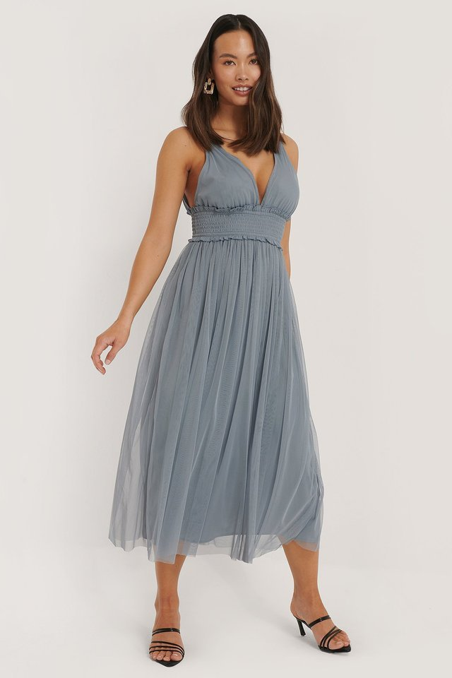 V-neck Tulle Midi Dress Outfit.