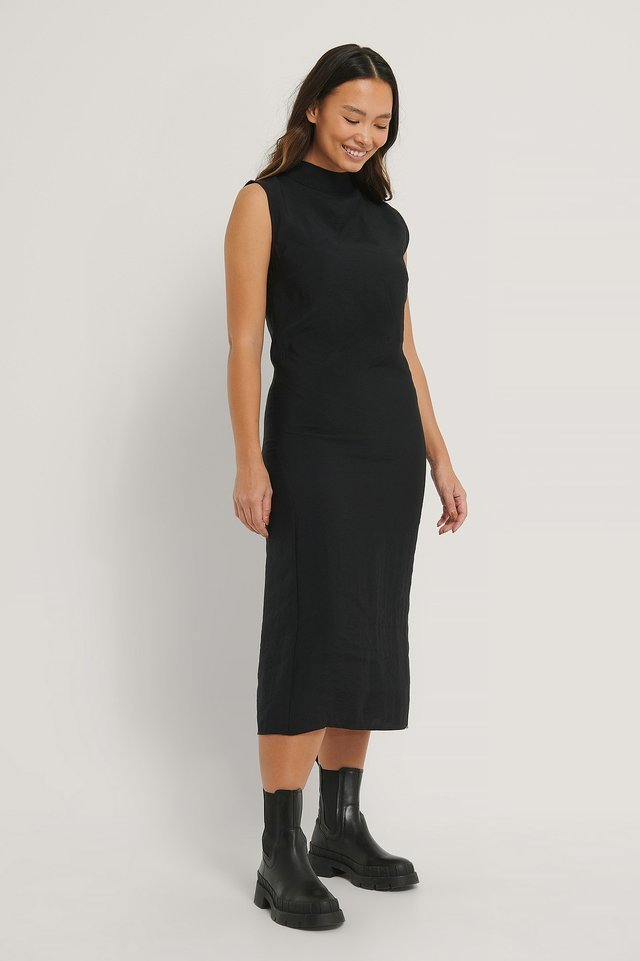 Sleeveless Flowy Midi Dress Outfit.