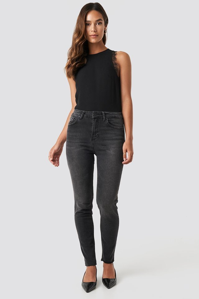 Skinny Raw Hem Jeans Black.